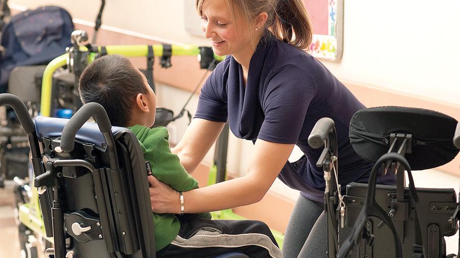 Relació entre el suport del tronc i l'estabilitat del cap en nens amb paràlisi cerebral de moderada a greu