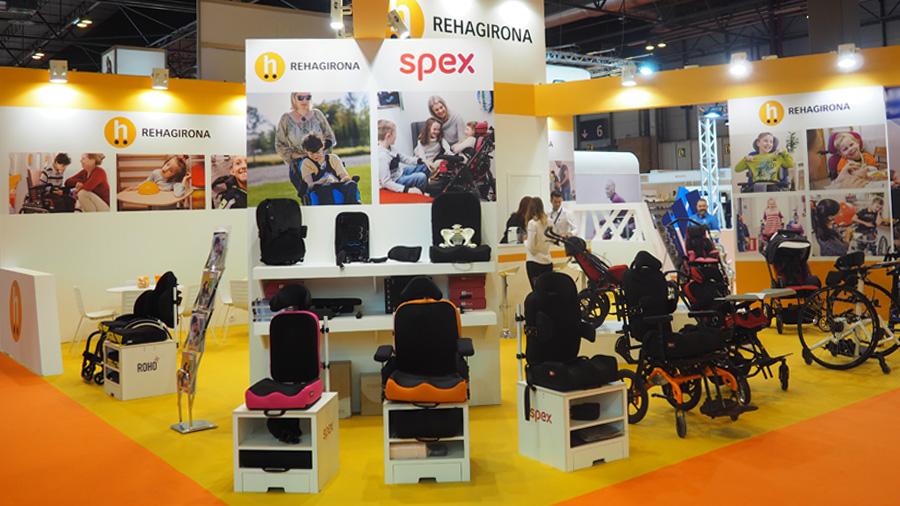 La cadira d'interior Atom i diferents coixins i respatllers de Spex, principals novetats que Rehagirona ha presentat a la fira OMC
