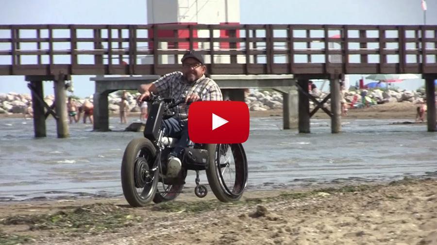 Diversión en la arena con la handbike Klick Monster Standard
